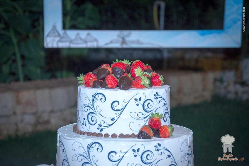 Torta nuziale per un catering di Matrimonio nei trulli con piscina in Puglia